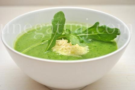 Supe-krem-me-rukola-dhe-feta-djathi-parmixhano